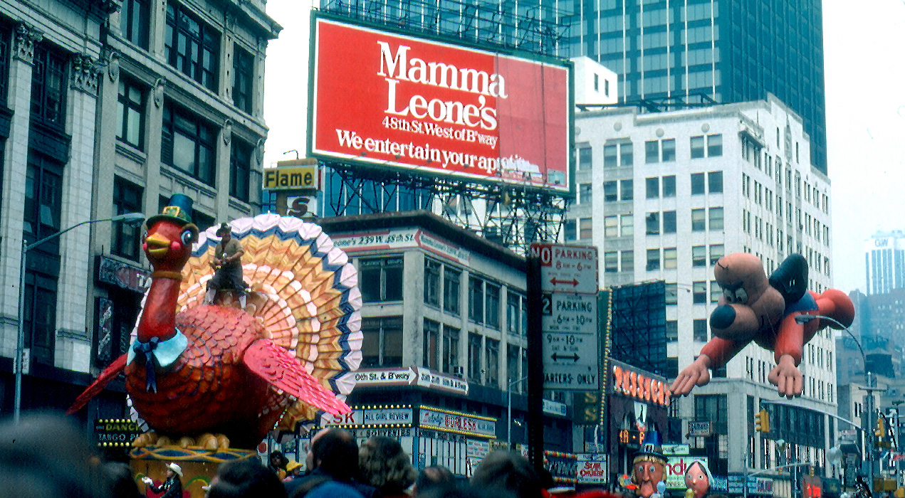"""Macys-parade-1979"" by Jon Harder - User JonHarder. Licensed under CC BY 2.5 via Commons - https://commons.wikimedia.org/wiki/File:Macys-parade-1979.jpg#/media/File:Macys-parade-1979.jpg"
